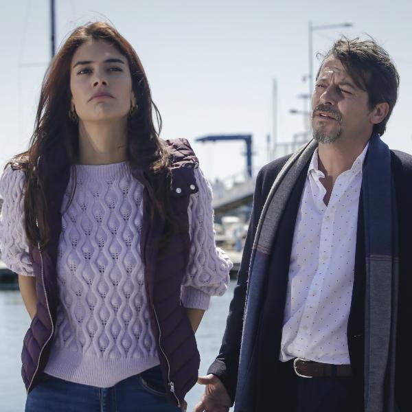 A Serra: Fernando vai atrás de Vitória mas é rejeitado. Jacinta descobre que Carminho se droga