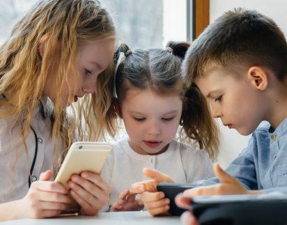 Como proteger os seus filhos de conteúdos online impróprios