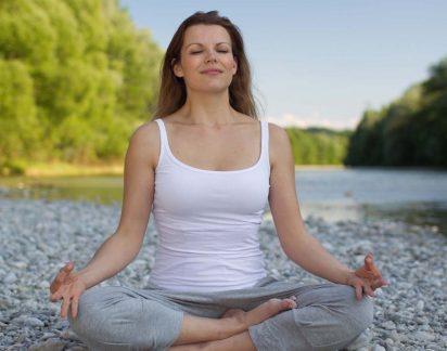 Comece o dia com boas energias. Exercícios de Yoga para ficar ZEN