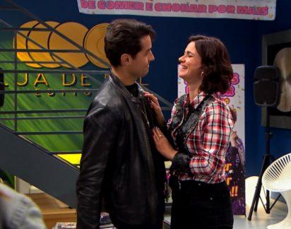 Amor Amor: Romeu anuncia noivado com Linda. Mélanie fica em choque